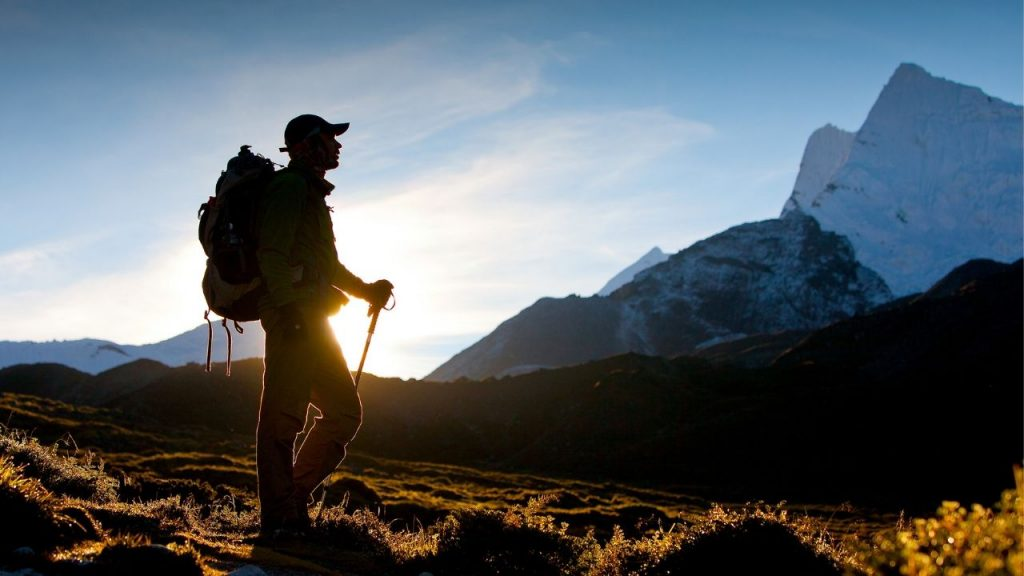 is it safe to hike alone?
